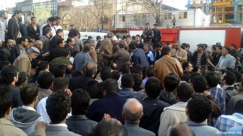 تجمع اعتراضی دراویش و دیگر مردم در اطراف و مقابل دادستانی تهران - 17 اسفند 92